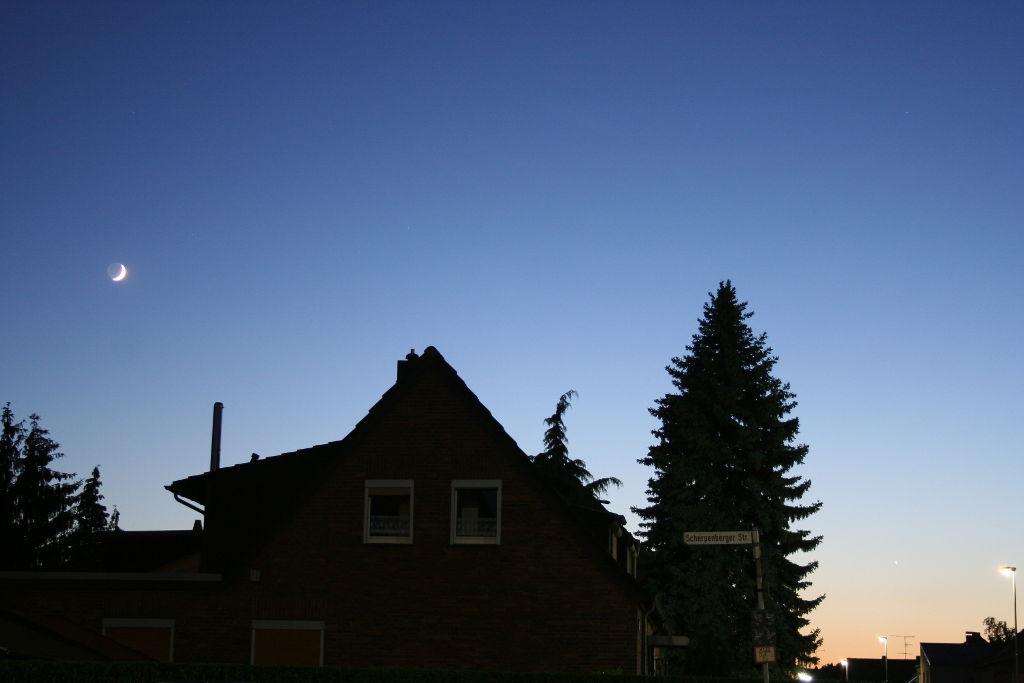 Abenddämmerung mit Venus und Mond 1024px