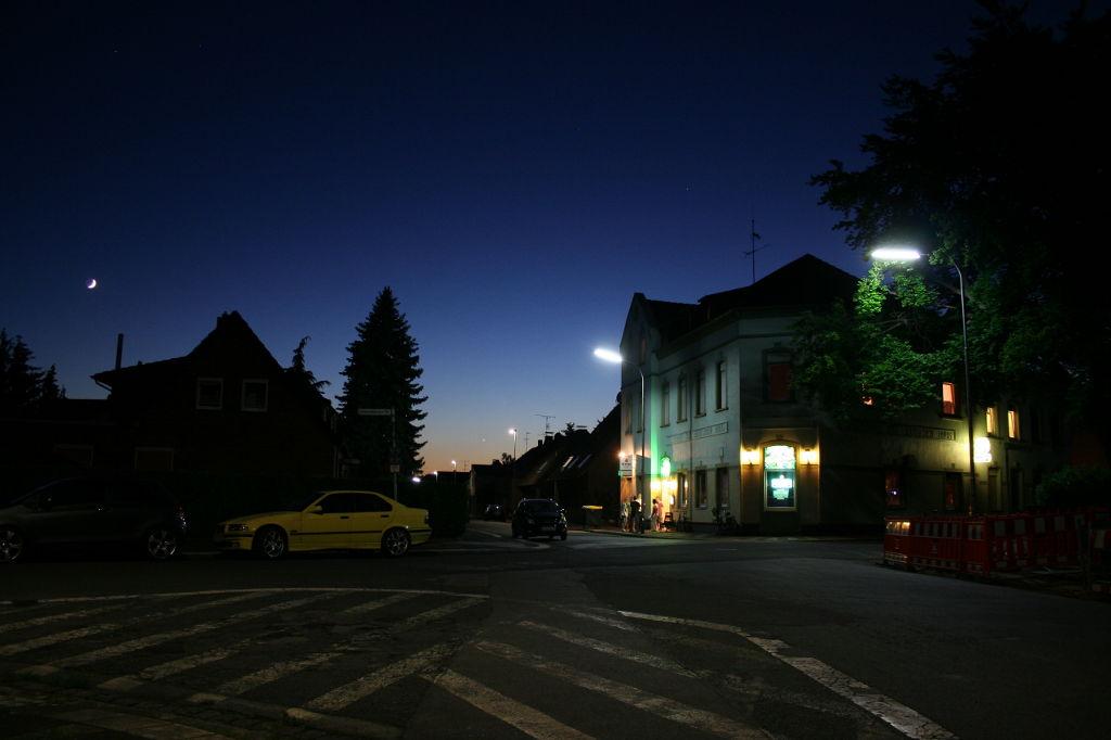 Venus und Mond in Moers Scherpenberg 1024px