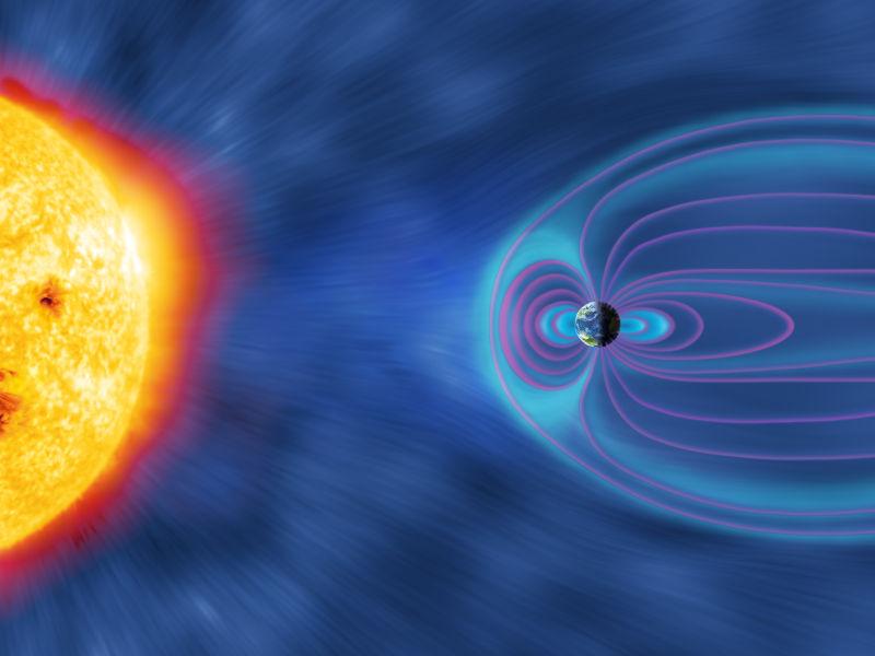 Das Magnetfeld der Erde und die Strahlung der Sonne.